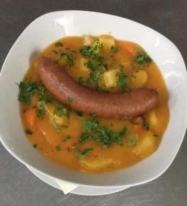 Steckrueben-Topf mit Kartoffeln und Karotten